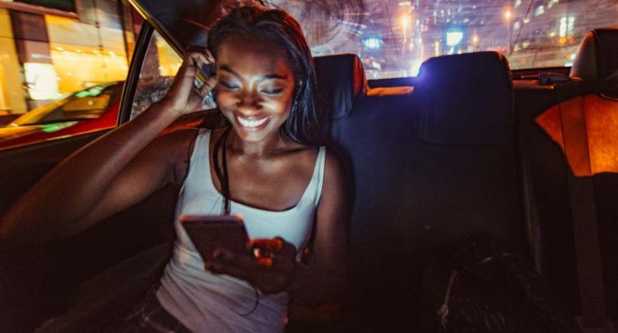 Mujer en Uber.