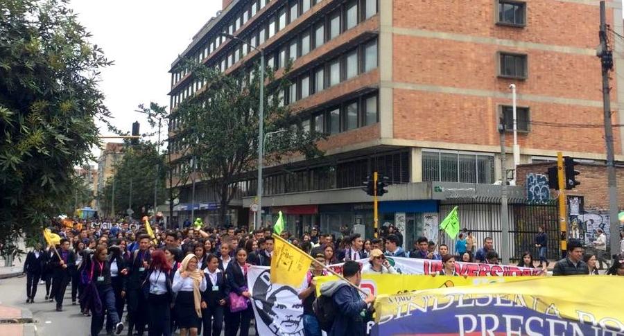 Estudiantes de Sena se unen a marchas
