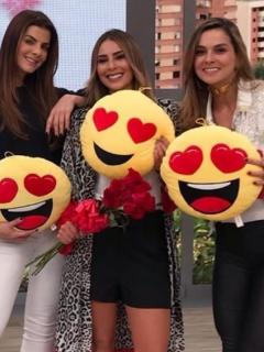 Sofía El Khoury, y las presentadoras Carolina Cruz, Carolina Soto y Catalina Gómez.