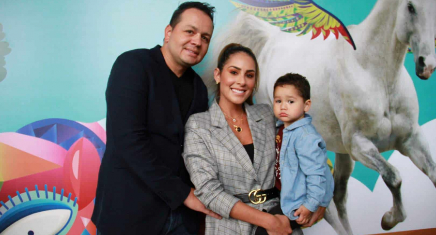 Carolina Soto junto a familia