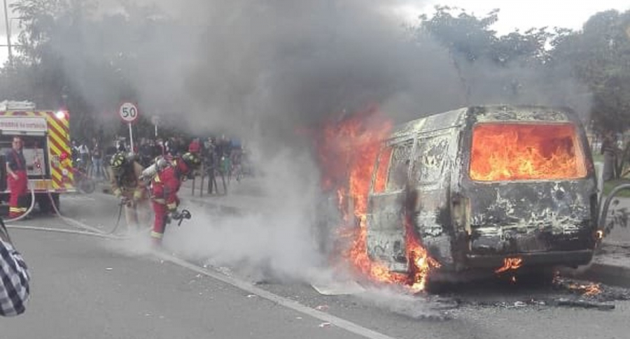 Vehículo incendiado