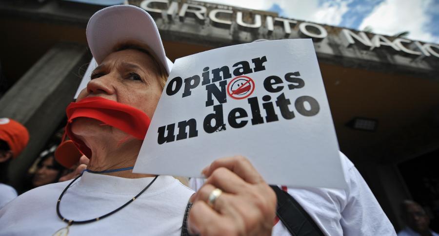 Protesta contra cierre de medios en Venezuela