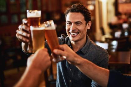 Hombre con cerveza