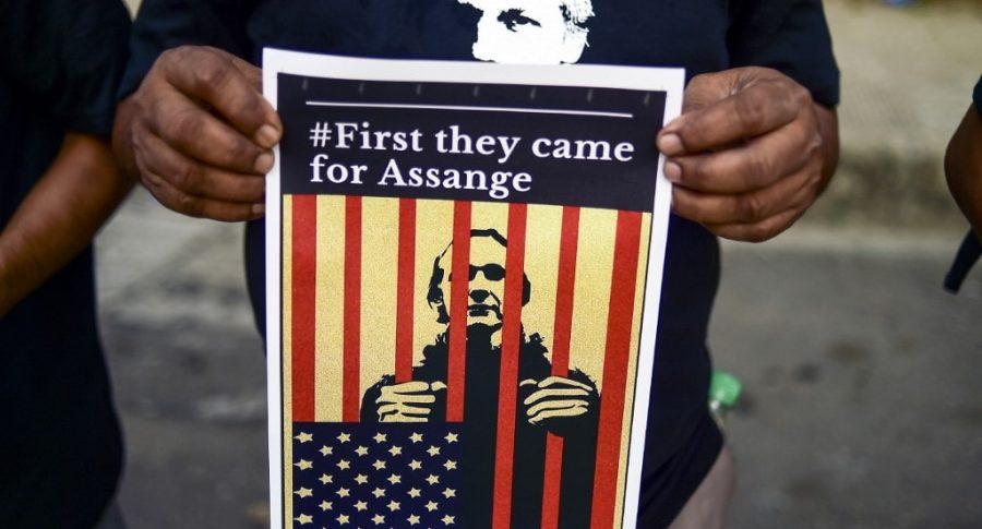Cárcel para Assange