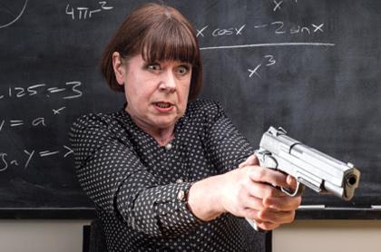 Resultado de imagen para IMAGENES maestros con revolver en la clase