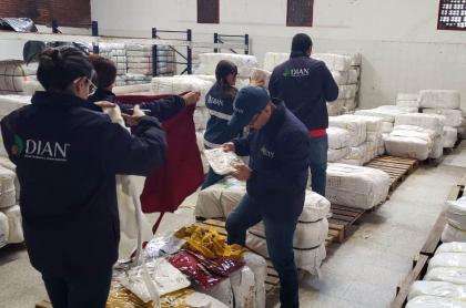 IMG-2Operativo de incautación de ropa de contrabando.