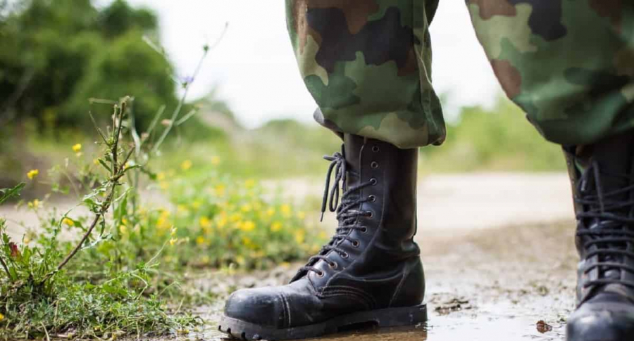 Botas de militar.