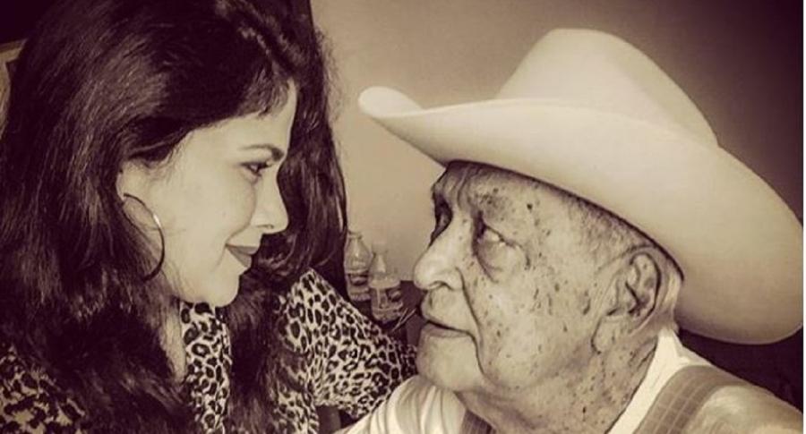Juan Vicente Torrealba y su nieta Annae Torrealba