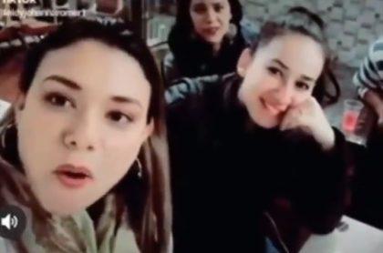 Mujeres que hicieron parodia sobre migrantes venezolanos en Colombia y que rechazó el actor Julián Román.