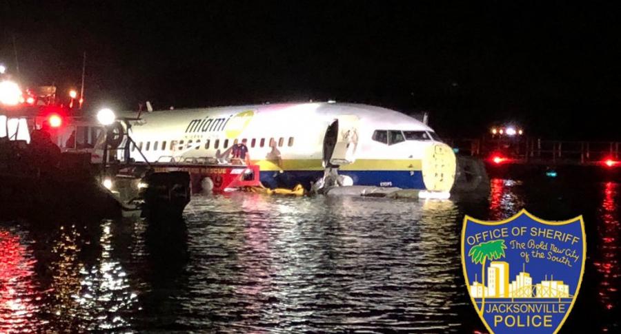 Avión en río de Florida