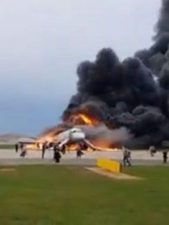 Avión ruso en llamas