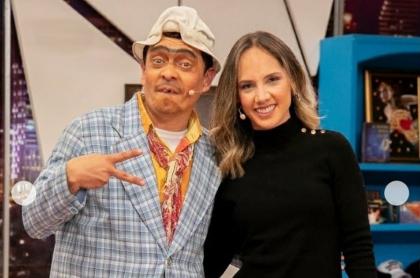 Suso, humorista, y Camila Zuluaga, presentadora.