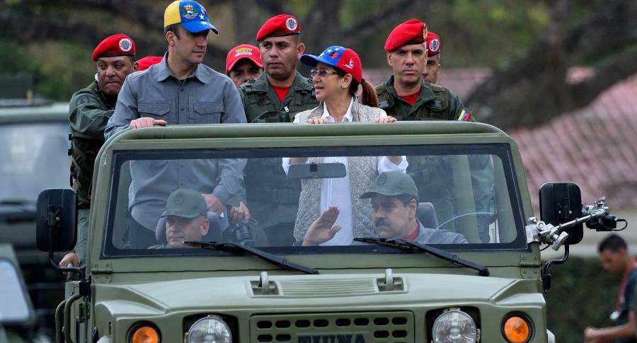 Nicolás Maduro y mandos militares