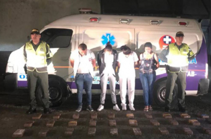 Capturados por cargar cocaína en ambulancia