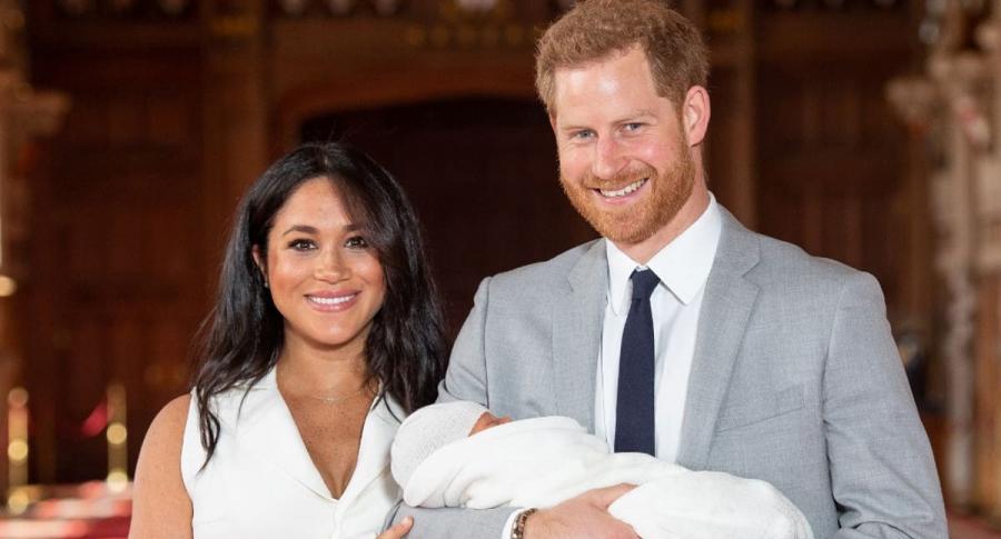 El príncipe Harry y Meghan Markle presentaron a su bebé.