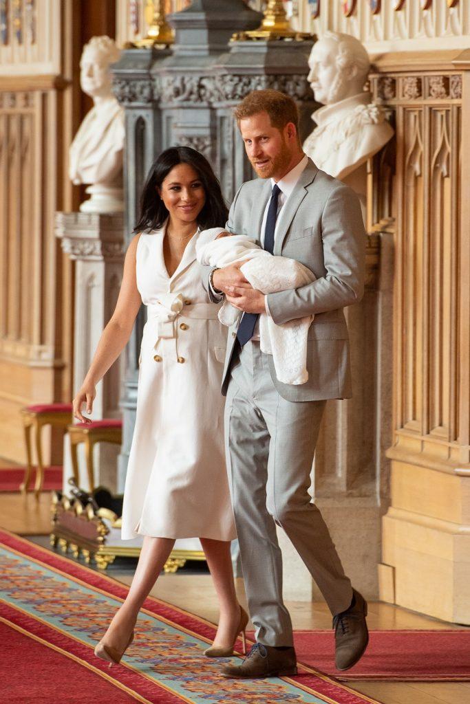 El príncipe Harry y Meghan Markle presentan a su bebé.