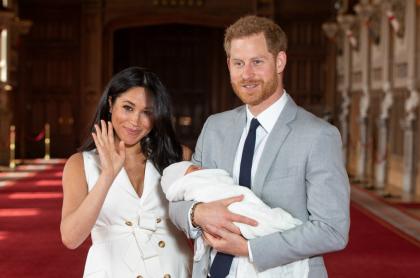Príncipe Harry y Meghan Markle junto a su hijo Archie Harrison Mountbatten-Windsor
