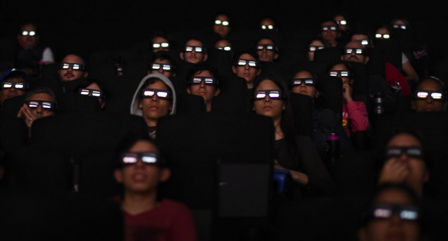 Espectadores viendo 'Avengers'