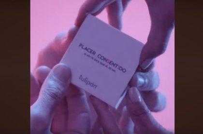 Caja de condones que se abre con cuatro manos
