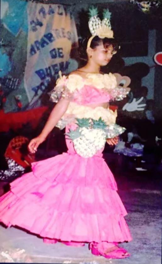 Liss Pereira en traje de piñas