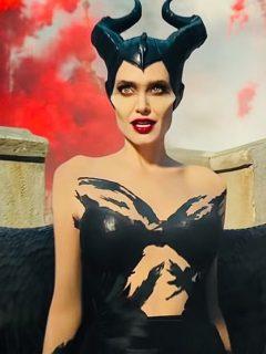 Angelina Jolie en el papel de Maléfica
