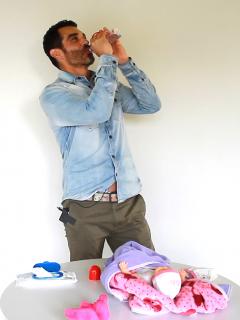 Con foto alzando a su bebé, Tiberio Cruz confirmó nacimiento de su primera hija