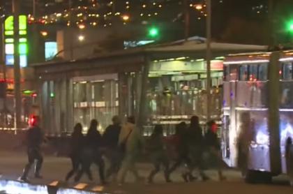 Personas colándose en TransMilenio