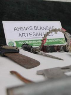 Incautación de armas blancas