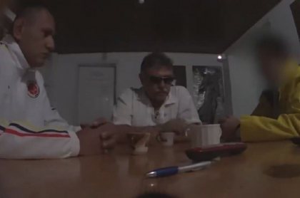 Marlon Marín, 'Jesús Santrich' y agente.