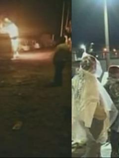 Bus incendiándose y personas protestando