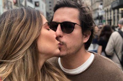 Alejandro Riaño, humorista, con su pareja María Alejandra Manotas.