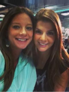 Carolina Cruz y Ana Katalina Torres, presentadoras.