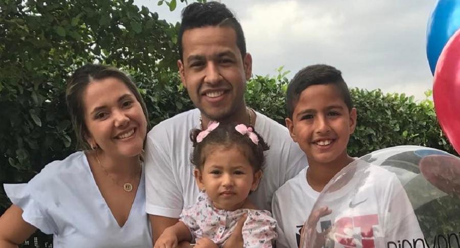 Martín Elías Díaz, cantante, con su segunda esposa, Dayana Jaimes, y sus hijos Martín Elías Jr. y Paula Elena.