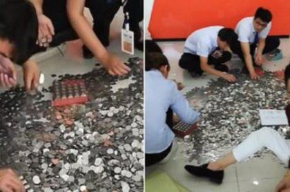 Empleados contando monedas.
