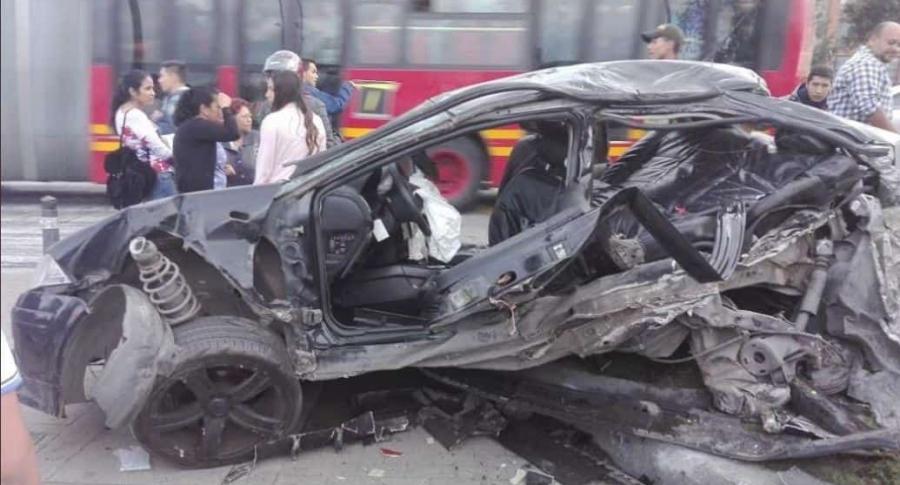 Auto estrellado en Bogotá