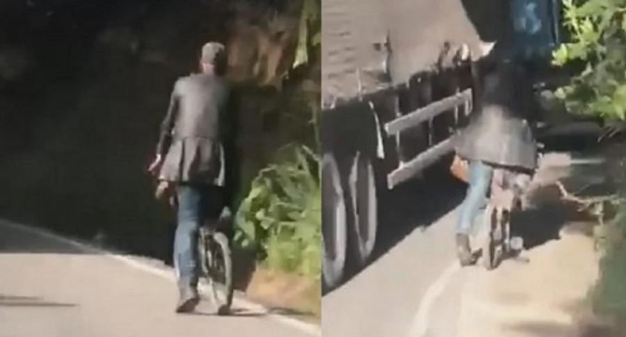 Ciclista en vía de Colombia