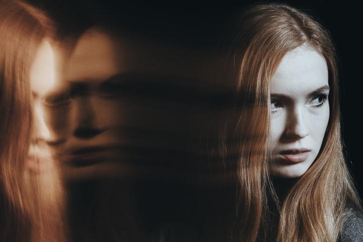 Joven con trastorno de personalidad