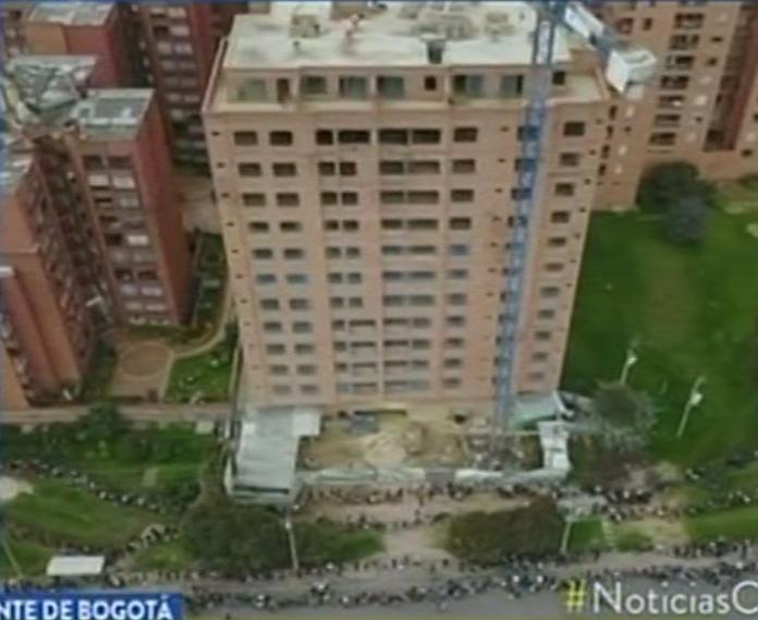 Largas filas en feria de empleo, Plaza de Artesano