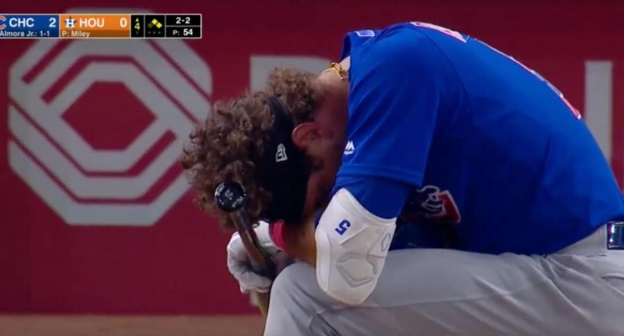 Beisbolista llora.