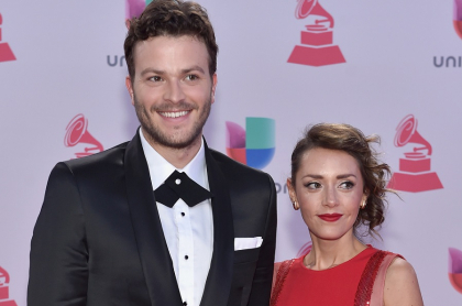 Gusi, cantante, con su esposa, Ángela Aguirre.