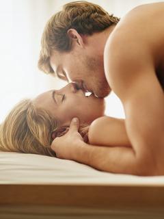¡No despierte a la visita! 4 poses sexuales para tener sexo explosivo y silencioso