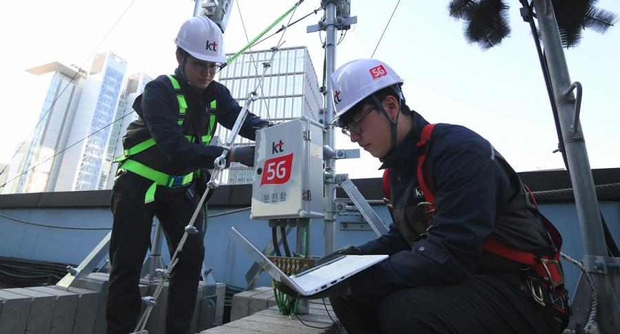 Operarios de tecnología 5G