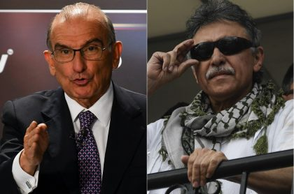 Humberto de la Calle, exnegociador de paz, y 'Jesús Santrich', exguerrillero de las Farc.