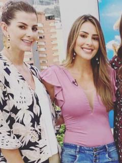 Carolina Cruz, Carolina Soto y Catalina Gómez, presentadora, con Taliana Vargas, exreina.