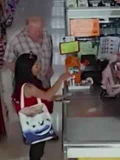 Hombre robando en supermercado.