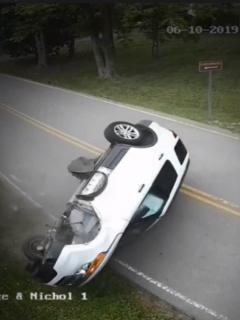 Camioneta volcada