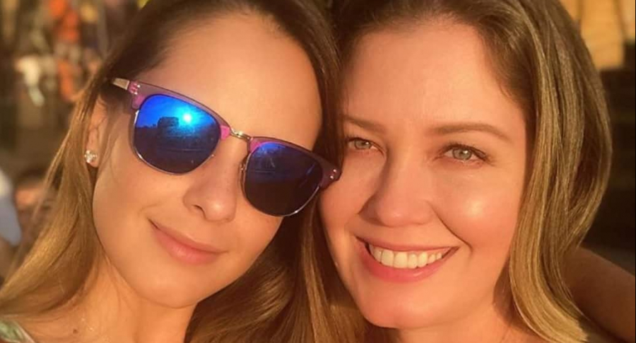 Laura Acuña, presentadora, y su hermana Elizabeth.