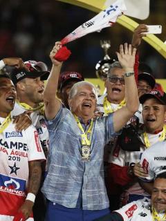 """Se filtró la camiseta de """"tricampeón"""" que hizo el Junior por si le gana título al América"""