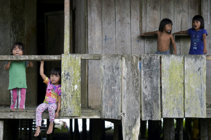 Niños indígenas Wounaan, en Chocó