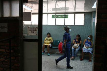 Venezolanas esperando atención médica